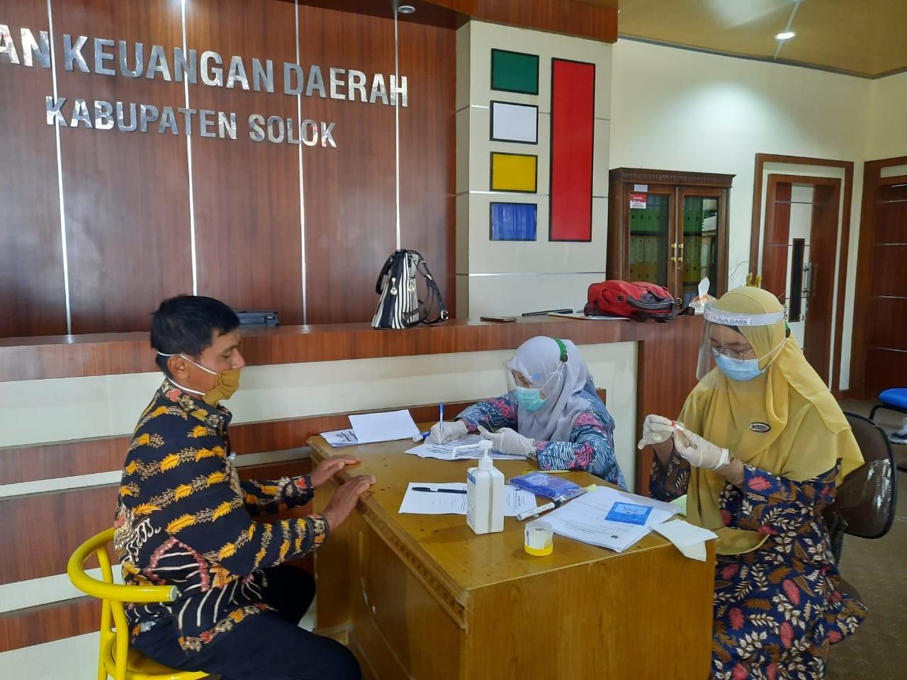 Pemeriksaan Swab di Lingkungan Badan Keuangan Daerah Kabupaten Solok
