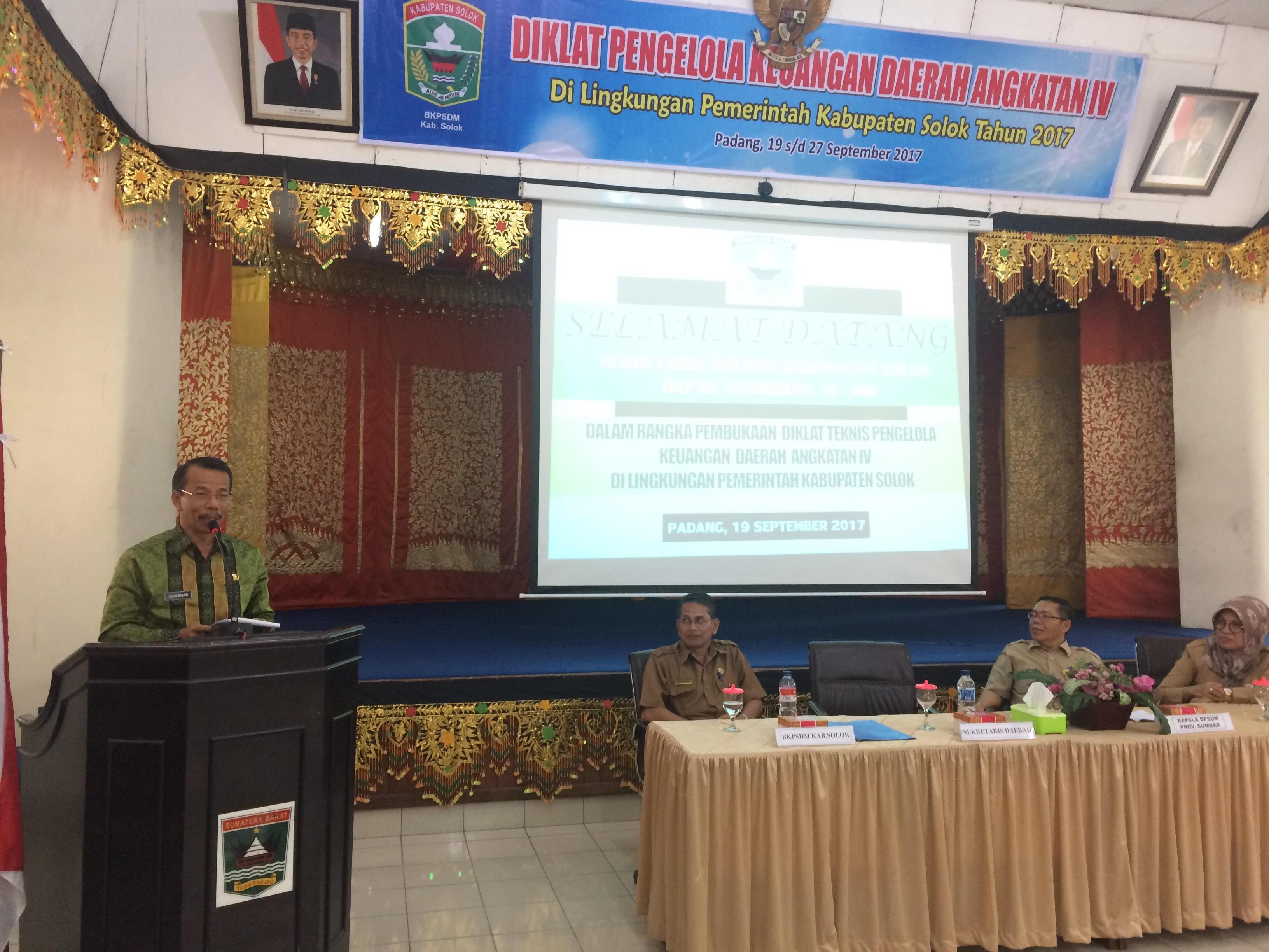 Sekretaris Daerah Kabupaten Solok Membuka Diklat Pengelolaan Keuangan Daerah Angkatan IV Di Lingkung